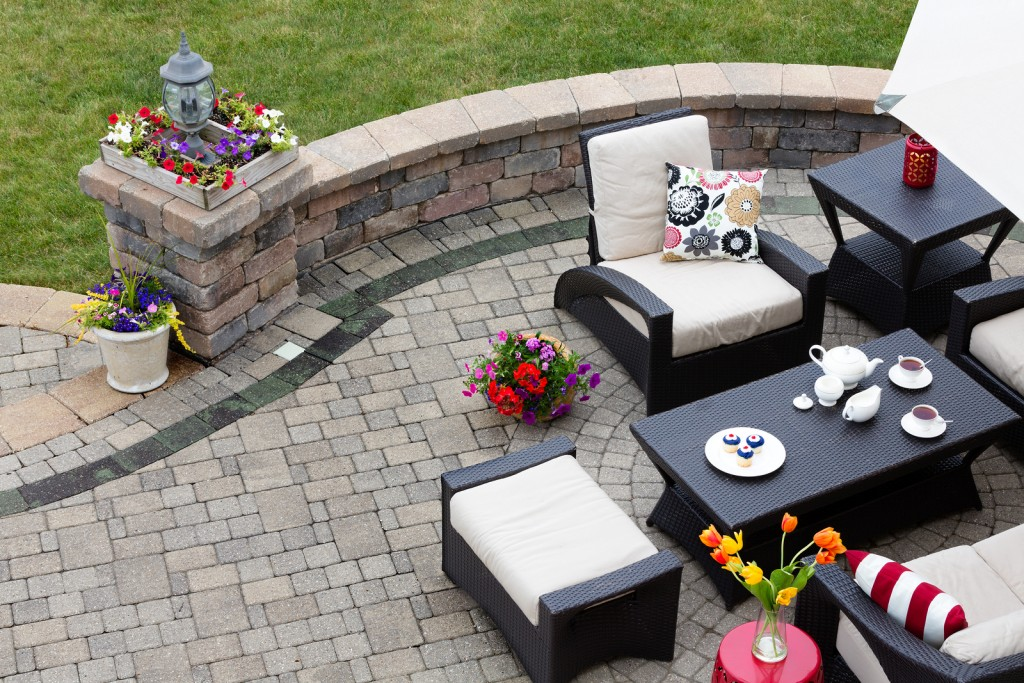 Four Things To Ensure You Factor Into A Backyard Patio Design And Install